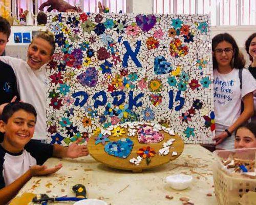 פסיפס קהילתי-פרויקט בבית הספר עם תלמידי עירוני א' לאומנויות בתל אביב.